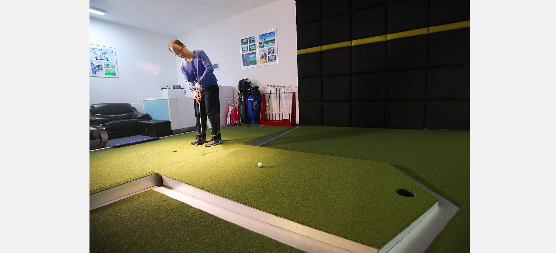 宝安书城室内高尔夫打球.jpg